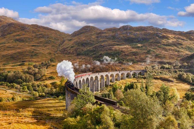 Highland_Island_Fling_Glenfinnan_Viaduct_Jacobite_steam_train.ls