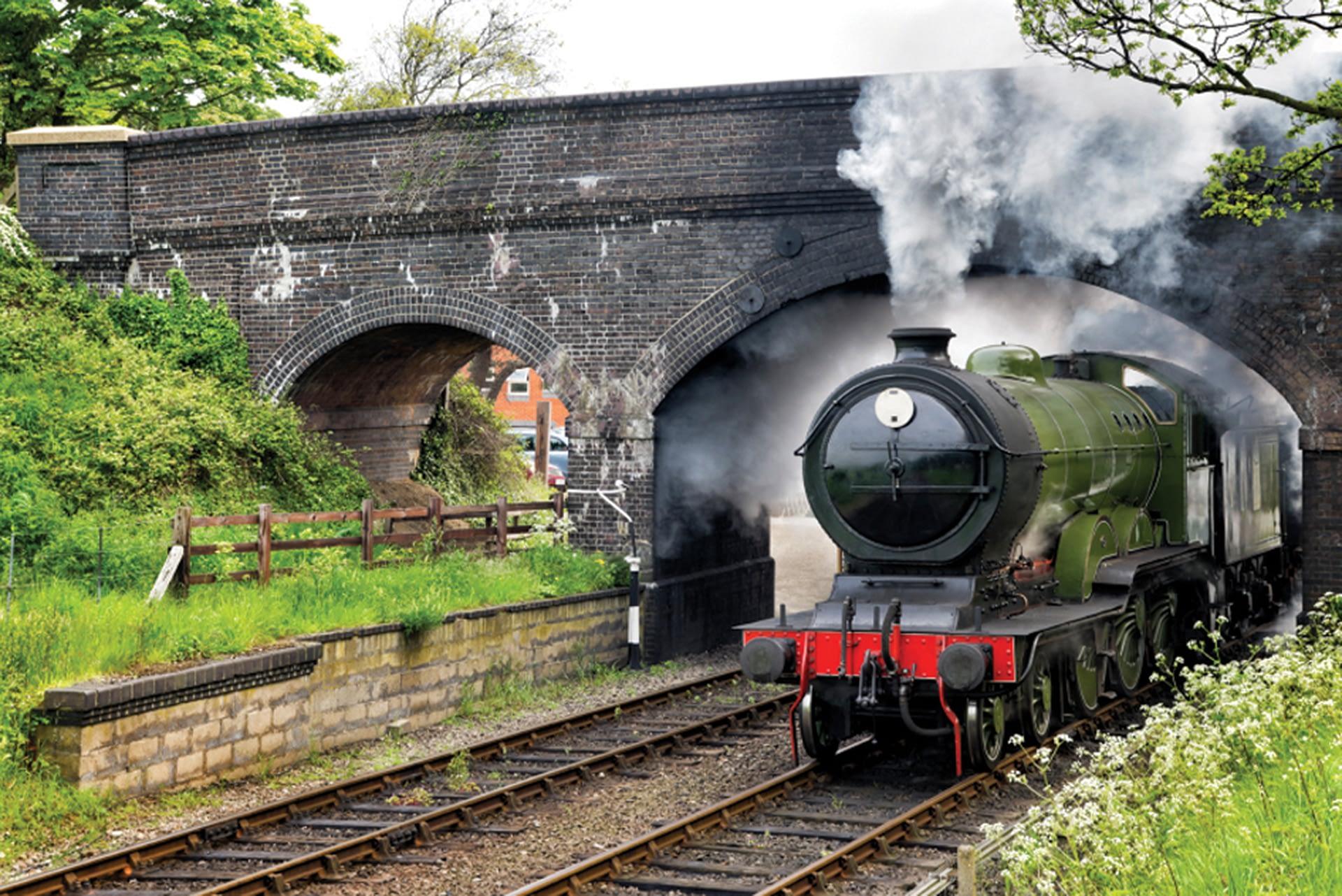 Train_under_bridge